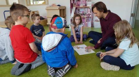 Vorlesen macht Spaß – Besuch von Stefan Ziller, MdA, in unserer Kita